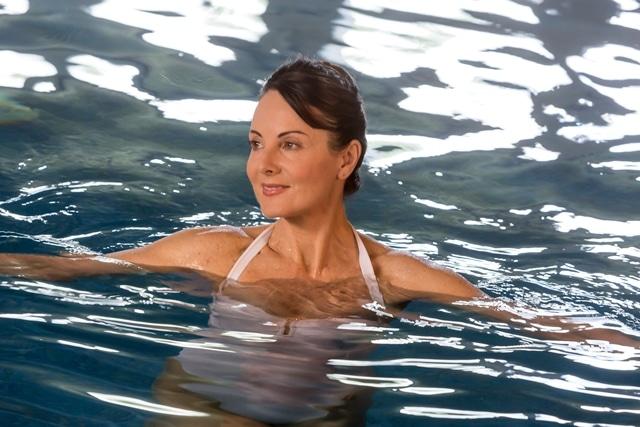Présentation du soin de mobilisation en piscine, intégré à notre cure thermale Rhumatologie, proposée dans nos établissements thermaux de Dax et Saint-Paul-lès-Dax