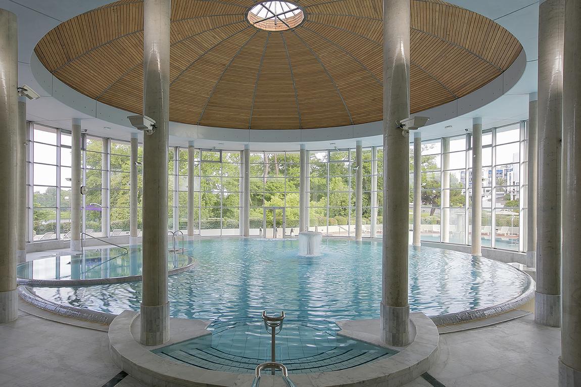 Présentation de l'espace de remise en forme Sourcéo, situé à Saint-Paul-lès-Dax et intégrant un espace aquatique ainsi qu'un spa