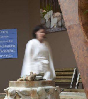 Présentation des Thermes des Chênes, situés à Saint-Paul-lès-Dax et proposant des cures thermales rhumatologie et phlébologie mais aussi un programme d'Education à la santé et des courts séjours